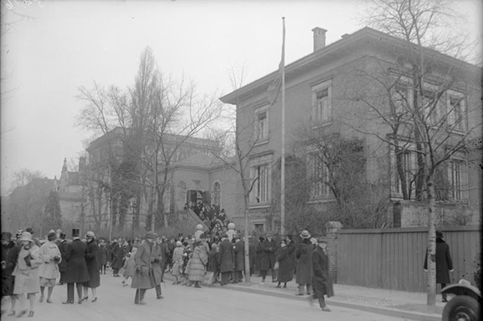 Der Kˆnig von Schweden in Berlin! Die schwedische Kirche in Wilmersdorf in welcher der Kˆnig von Schweden dem Gottesdienst beiwohnte.