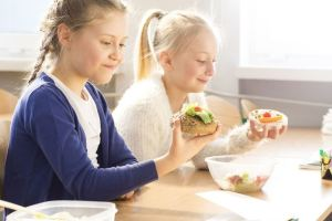 4 Quick Tips for Healthier School Lunches Kids Will Love