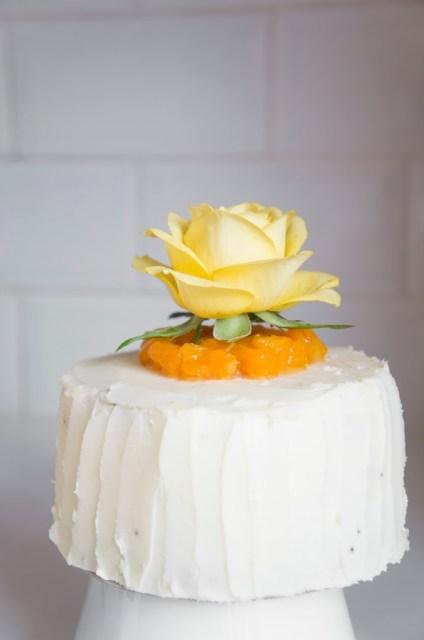 gâteau clémentine et pavot glaçage crème au beurre et rose