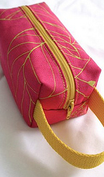 Boxy pouch – Fuchsia and yellow