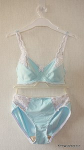 Blue and white lace set (Danglez DB5)