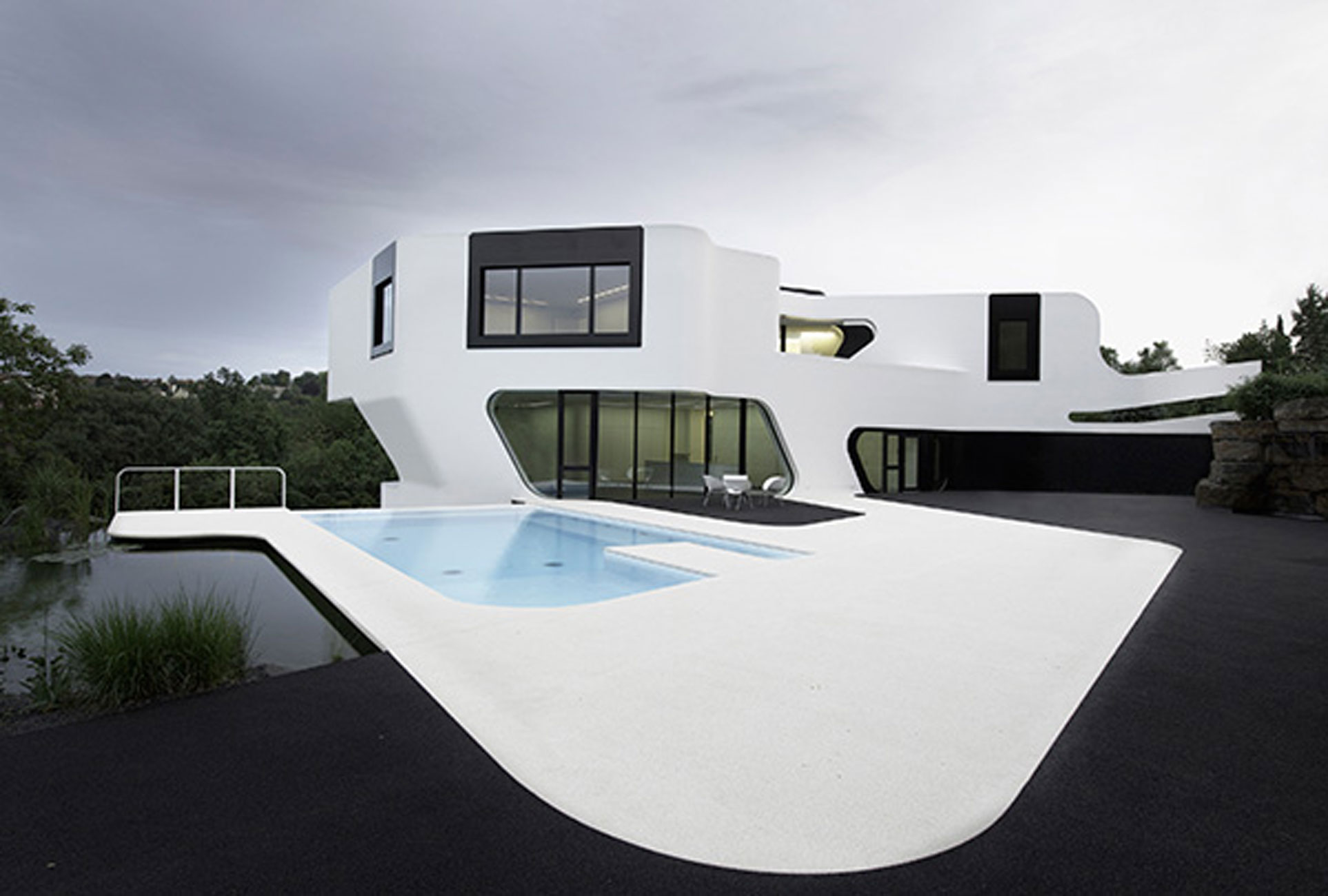 Futuristik Design Contemporary Residence With Futuristic Design In Germany Pool