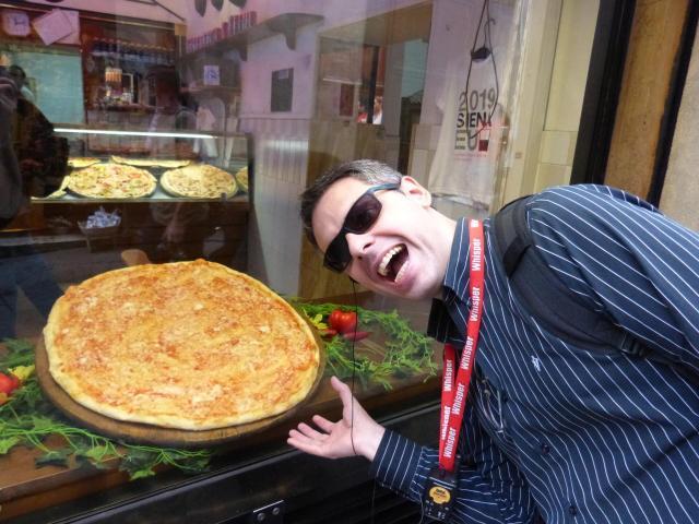 Europa em outubro_pizza_Viajando bem e barato