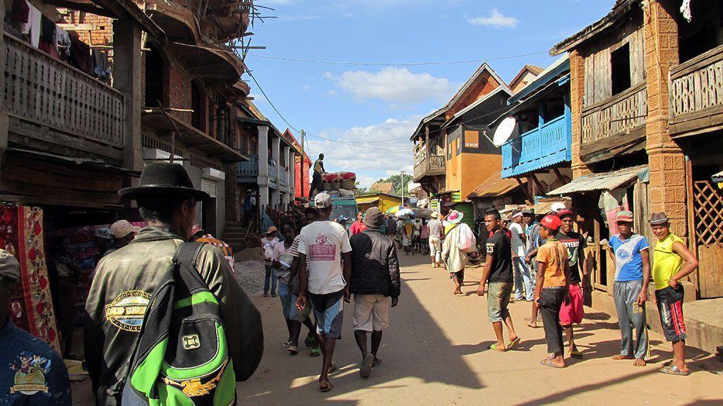 viajar a Madagascar. Calles de Ambalavao