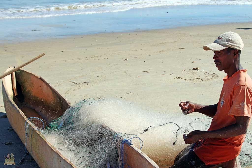 Pescador en la playa de Morondava