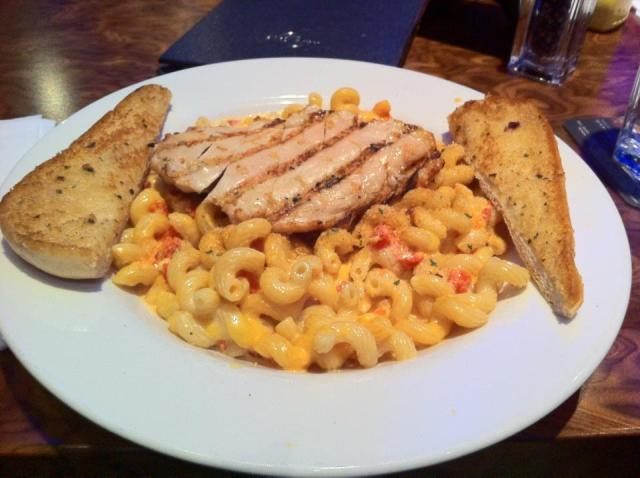 Mac & cheese e filé de frango no Hard Rock Café