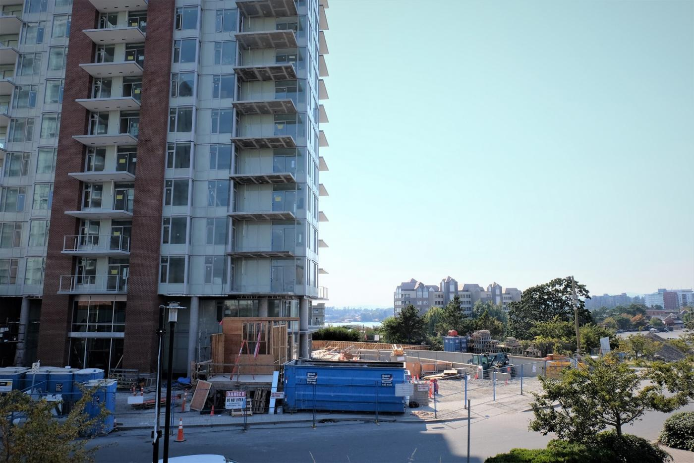 Cash Pool Jura Vic West Encore At Bayview Place Condos 17 Storeys