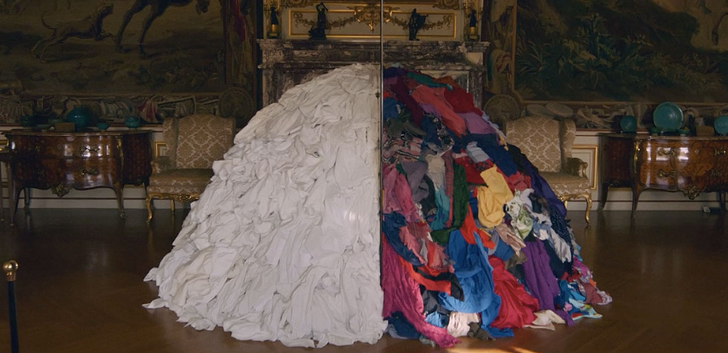 Arte Povera Venus Introspective Mirrors And Stacks Of Rags Fill An English Palace Vice