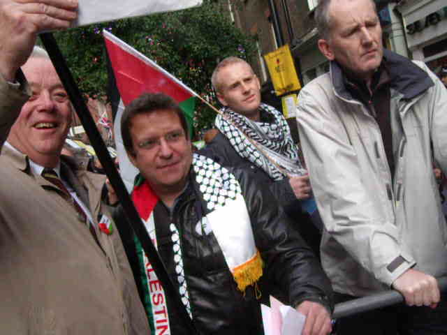 Anti-Israel activists conversing with pro-Israel activists outside Ahava – 6th November