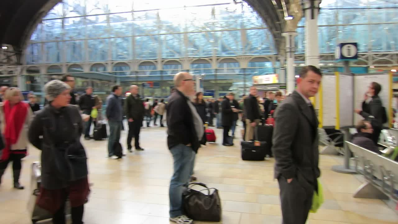 Paddington Station – Looking For the Right Train at the Right Time, Alas