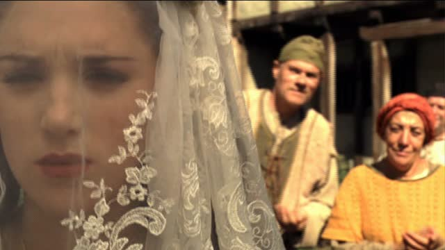 GuyofGisborne_Marian_Wedding_Scene