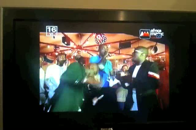 Yoruba-tv: Cash on the dancefloor
