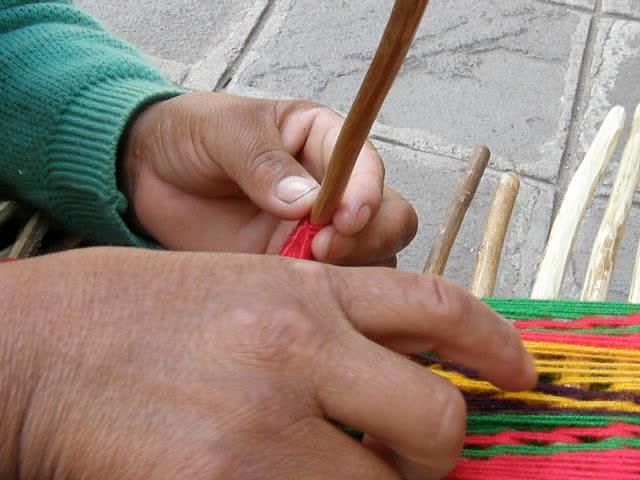 Making string heddles San Ignacio de Loyola
