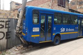 Se rodó bus en reversa del SITP en San Blas
