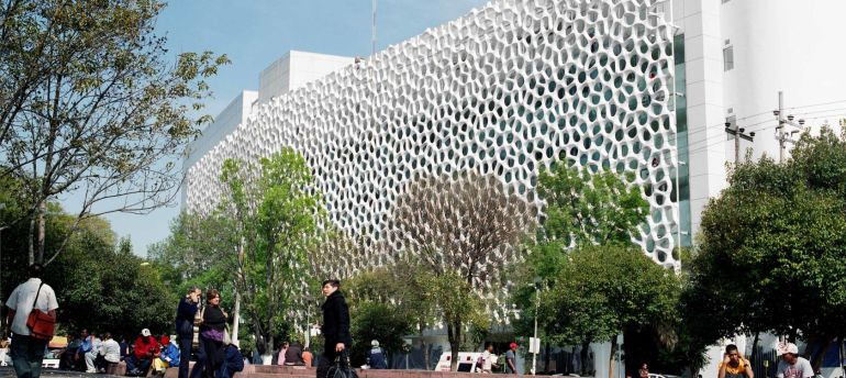 smog-eating-facade-hospital-general-mexico-1680x750