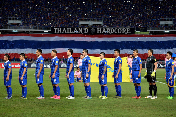 BANGKOK, THAILAND - NOVEMBER 12: Thailand players poses during the 2018 FIFA World Cup Qualifier match between Thailand and Chinese Taipei at Rajamangala National Stadium on November 12, 2015 in Bangkok, Thailand.  (Photo by Thananuwat Srirasant/Getty Images)