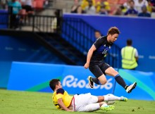 MANAUS, BRAZIL - AUGUST 07:  Takuma Asano player of Japan battles for the ball with Felipe Aguilar player of Colombia during 2016 Summer Olympics match between Japan and Colombi at Arena Amazonia on August 7, 2016 in Manaus, Brazil. (Photo by Bruno Zanardo/Getty Images)
