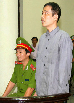Nhà giáo Vũ Hùng_Vu Hung at his trial in 2009, Source Defend the Defenders _ VIETNAM VOICE