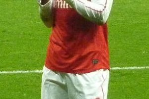 306px-Thierry_Henry_applauding_2012