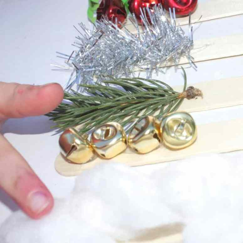 These Christmas sensory sticks allow for exploration through the senses of smell, touch, hearing and sight, and, they are incredibly simple to put together! They make for a really simple homemade toy to celebrate the holidays!