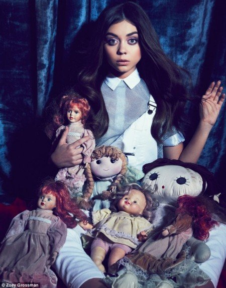 Sarah Hyland did a photoshoot for Flaunt magazine. It's all about her looking dissociated, surrounded with dolls representing alter personas.