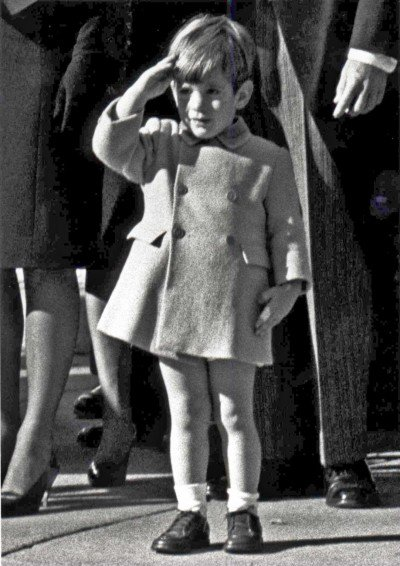 Saudação de John F. Kennedy Jr. ao seu falecido pai é uma imagem icônica que ficou gravado na história americana.