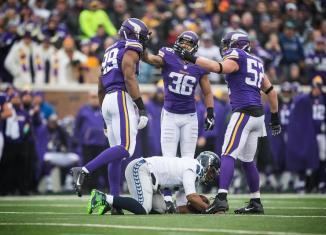 Vikings Blitz Wilson