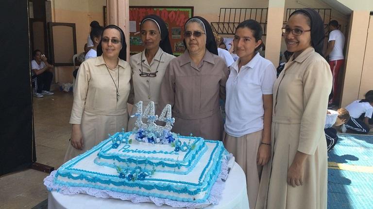 Colegio Santa Clara conmemora 144 aniversarios