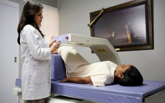 Solidaridad con las mujeres: más de 10 mil consultas brindadas para prevenir y tratar osteoporosis