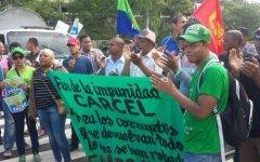 Realizan piquete para demandar sometimiento de Roberto Rosario por estafa al Estado con escáneres desechables