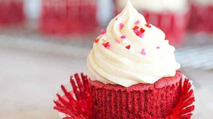 red velevet cupcakes recipe, red velvet cupcake with oil, soft and fluffy red velvet cupcakes