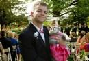 Парень из Великобритании отправился на выпускной бал вместе с кошкой.