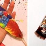 Художница рисует реалистичные портреты животных на перьях птиц.