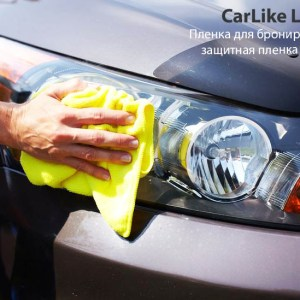 21684662 - hand with microfiber cloth cleaning car.