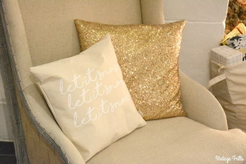 noths-christmas-in-july-gold-cushions