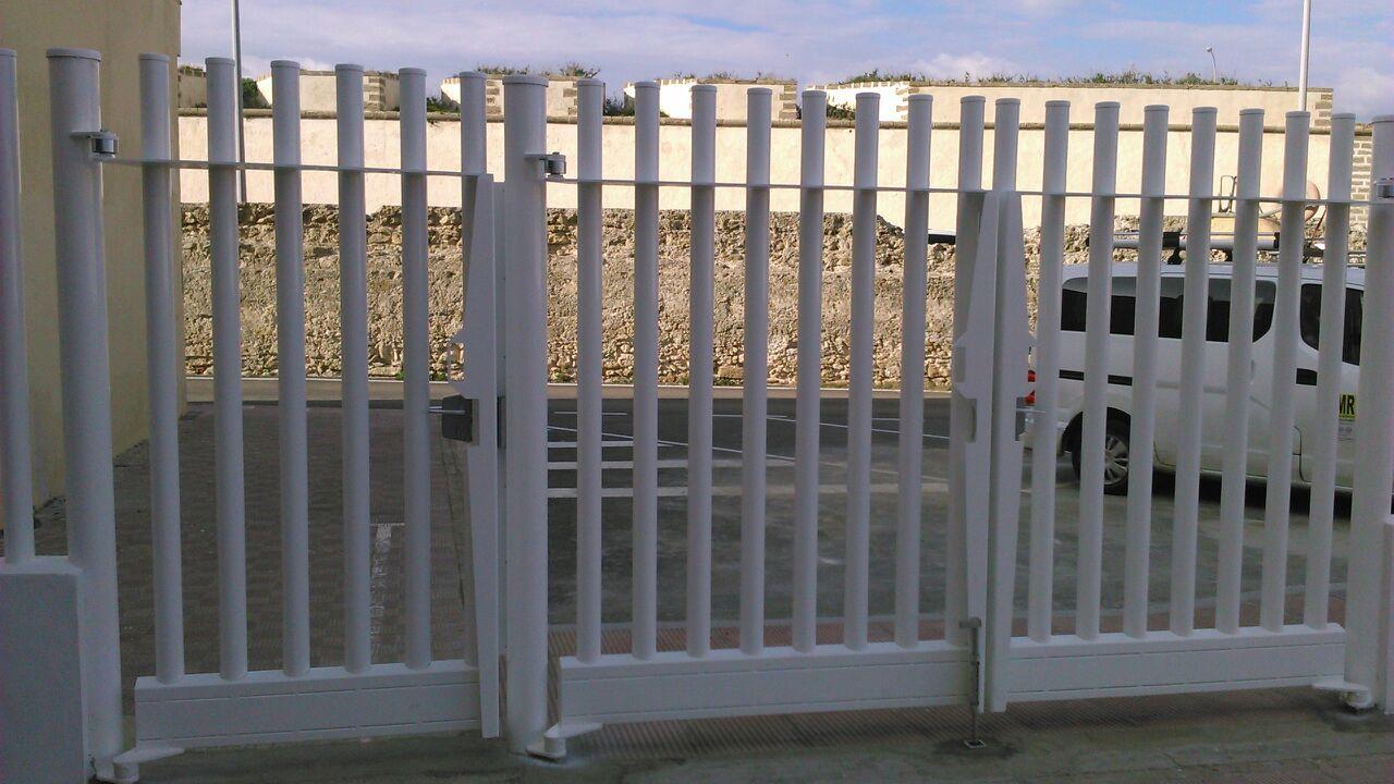 Puerta para empalizada tubos vinuesa vallas cercados for Puertas para cercados