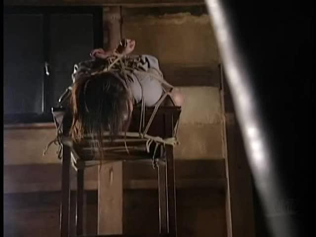 (強姦ものの巨にゅうムービー)閲覧注意w萬引きで捕まえた美美巨乳お乳妻をガチSM拷問指導強姦