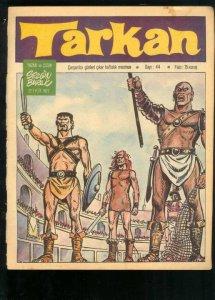 Tarkan no levanta el brazo para saludar. Ahí, tó malote. Como Gladiator, pero 40 años antes.