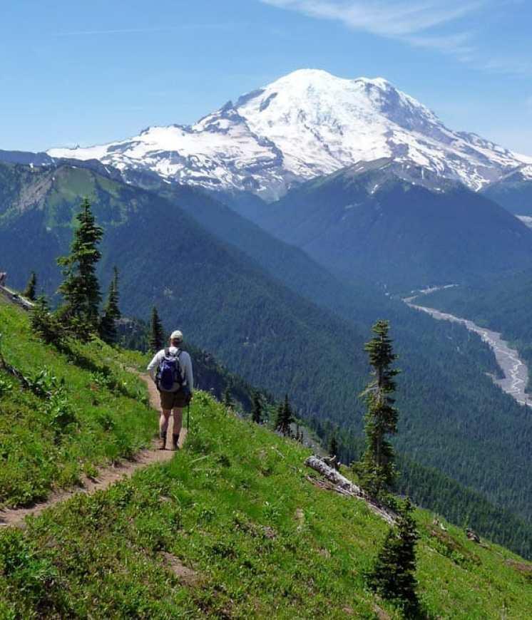 Hiker-Crystal-Peak-trail