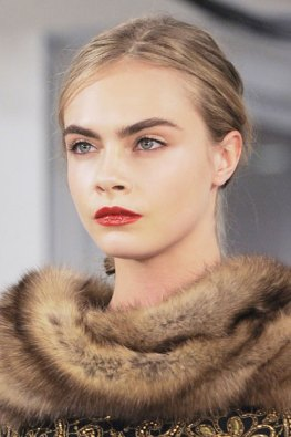 Natural makeup with bright lip at Oscar de la Renta