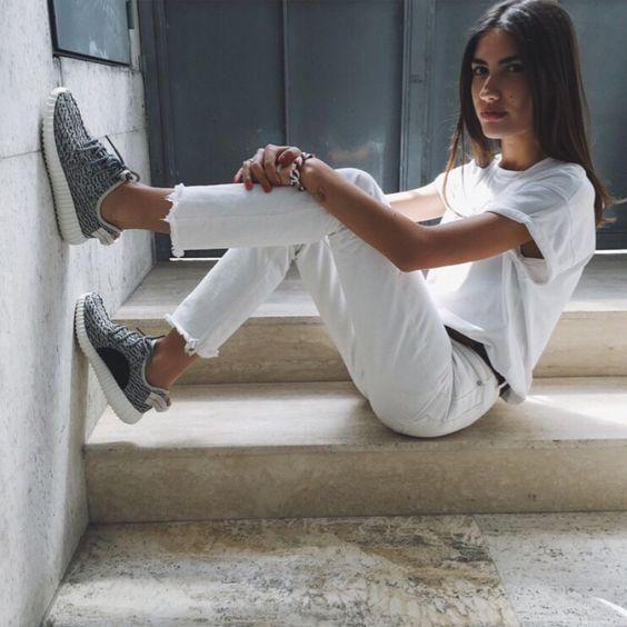 5 Ways To Wear White Jeans For Summer