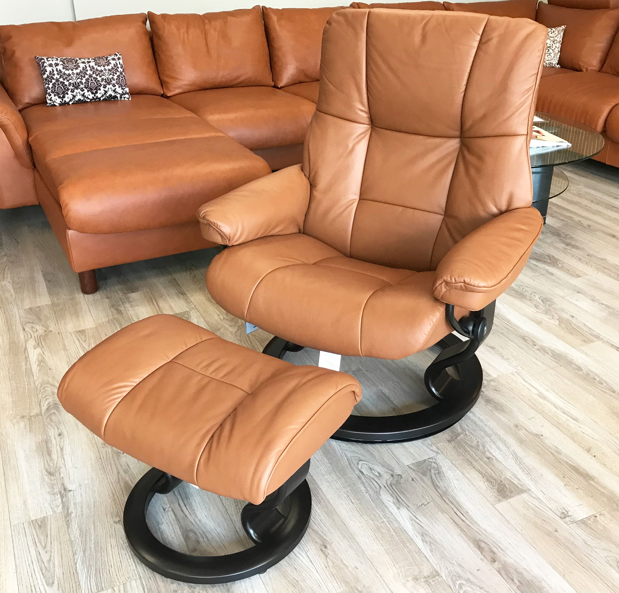 Leather Recliner Chair With Ottoman Stressless Mayfair Paloma Copper Leather Recliner Chair And Ottoman By Ekornes