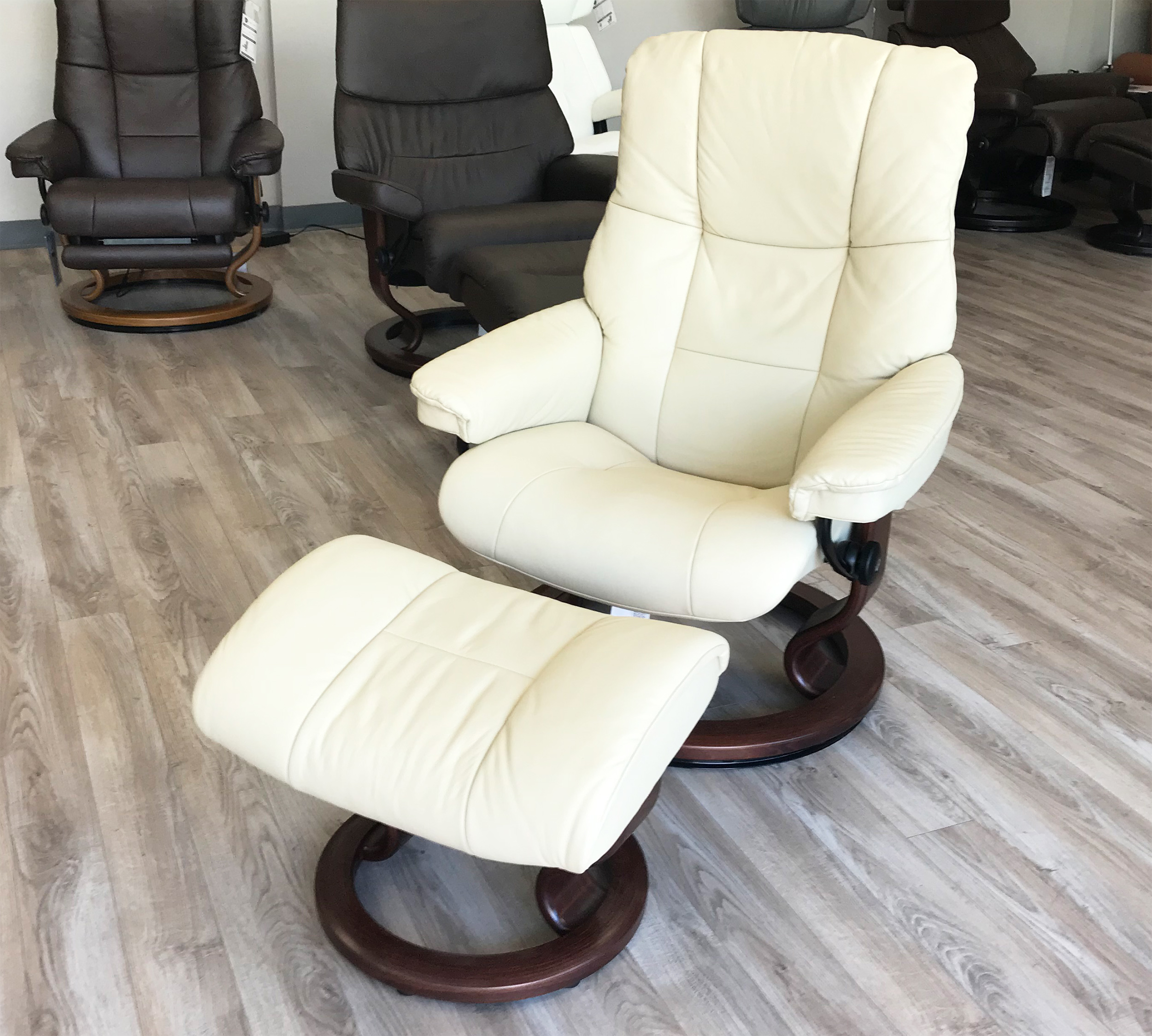 Stressless Recliners With Ottoman Stressless Chelsea Small Mayfair Paloma Kitt Leather