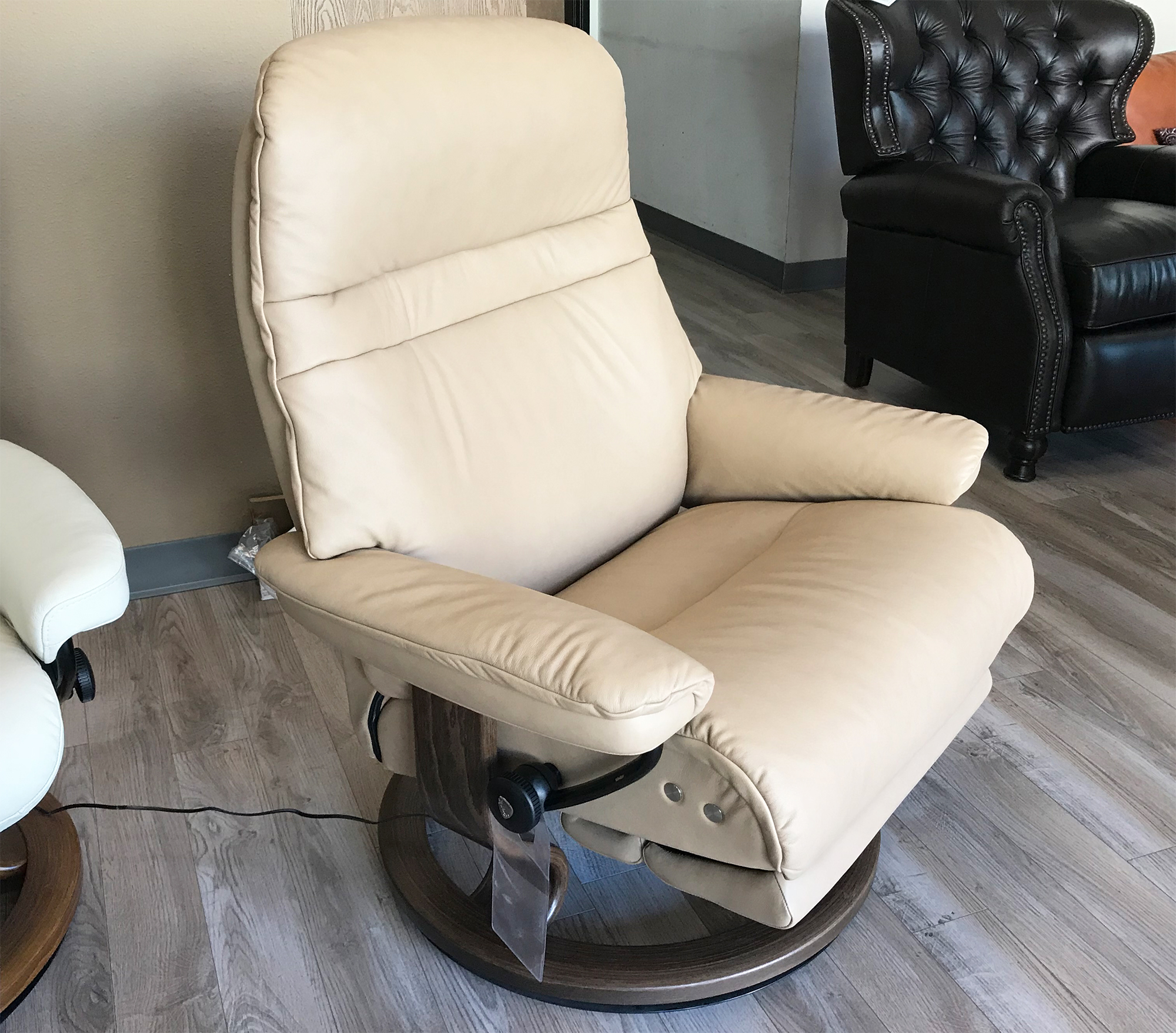 Stressless Nordic Legcomfort Stressless Sunrise Legcomfort Recliner Chair With Footrest In Paloma Sand Leather By Ekornes