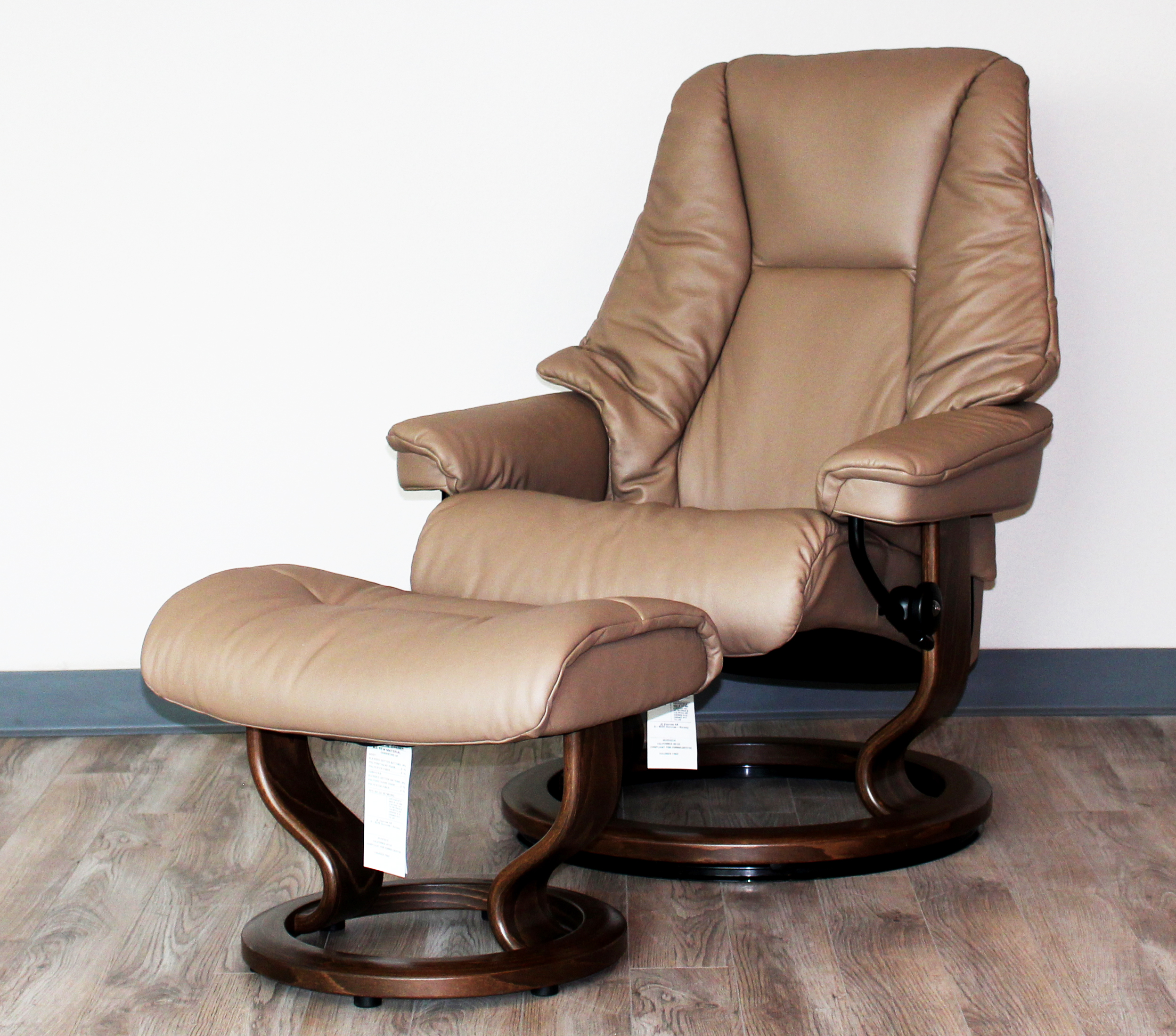 Stressless Nordic Legcomfort Stressless Live Medium Recliner Classic Wood Base Chair And Ottoman By Ekornes