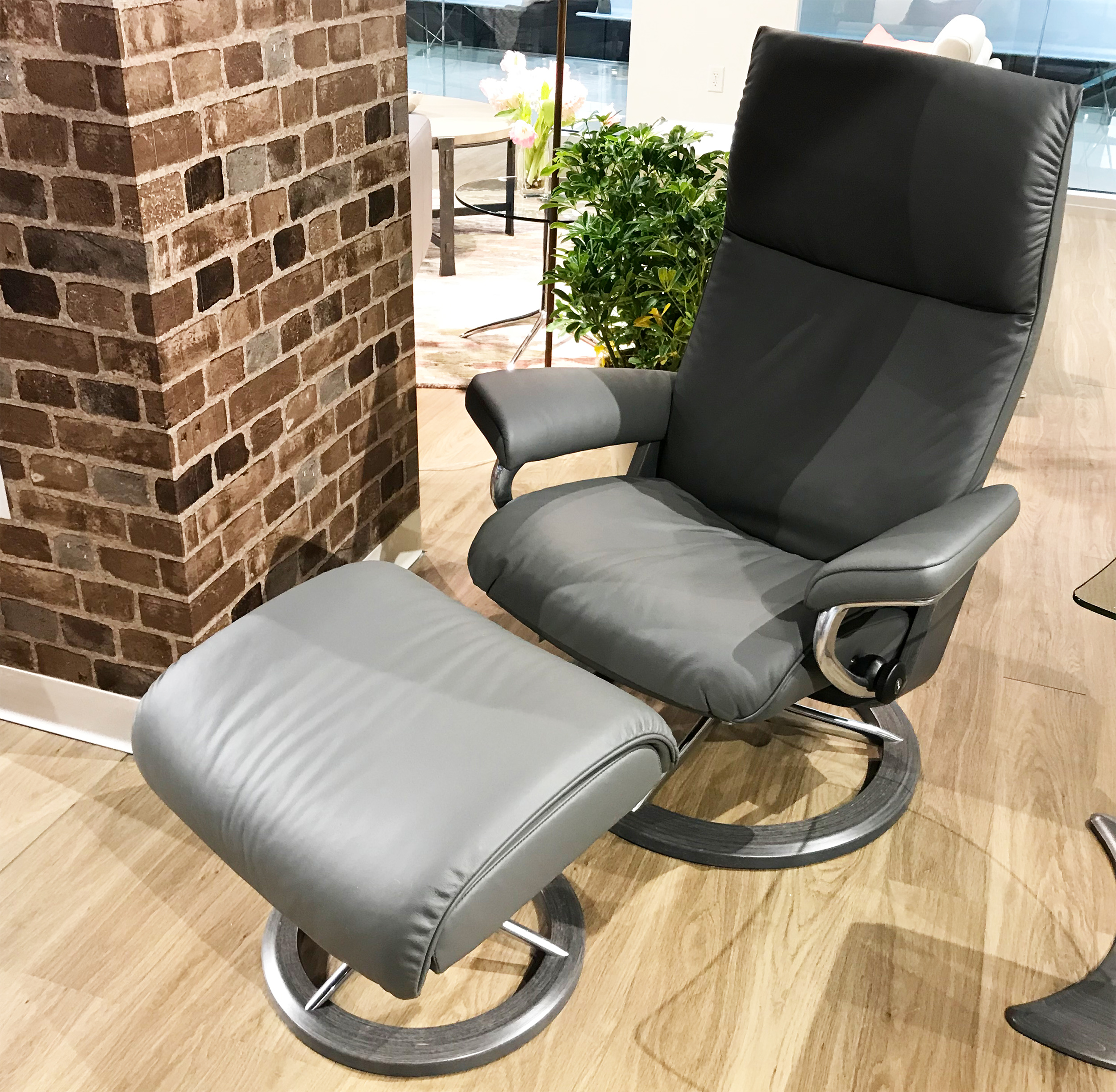 Leather Recliner Chair With Ottoman Stressless Aura Signature Batick Grey Leather Recliner Chair And Ottoman By Ekornes