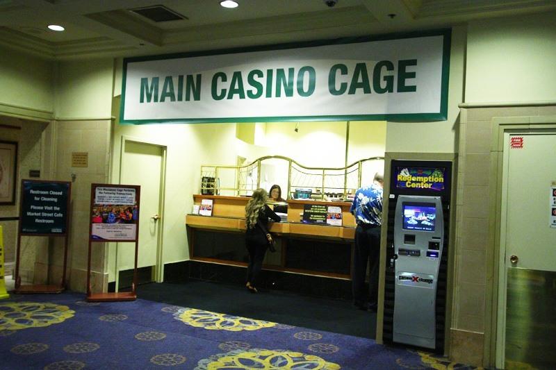 casino cage cashier