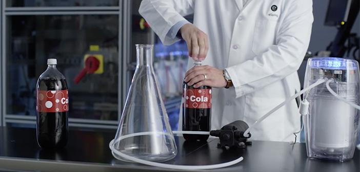 Amway trata de filtrar Cola negra con su purificador de agua eSpring