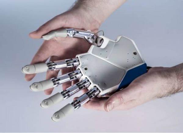 http://i0.wp.com/vividtimes.com/wp-content/uploads/2013/02/bionic-hand.jpg?fit=600%2C437