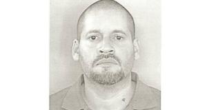 Miguel A. Nieves De Jesús fue sorprendido en posesión de dos rifles AK-47, una pistola con las series mutiladas modelo 84 B de la empresa Berreta, cuatro cargadores y 132 municiones.